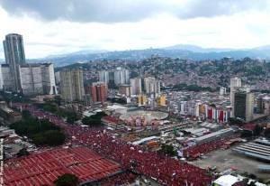 Caracas: Chávez chiude la campagna elettorale con la più grande manifestazione contro il neoliberismo