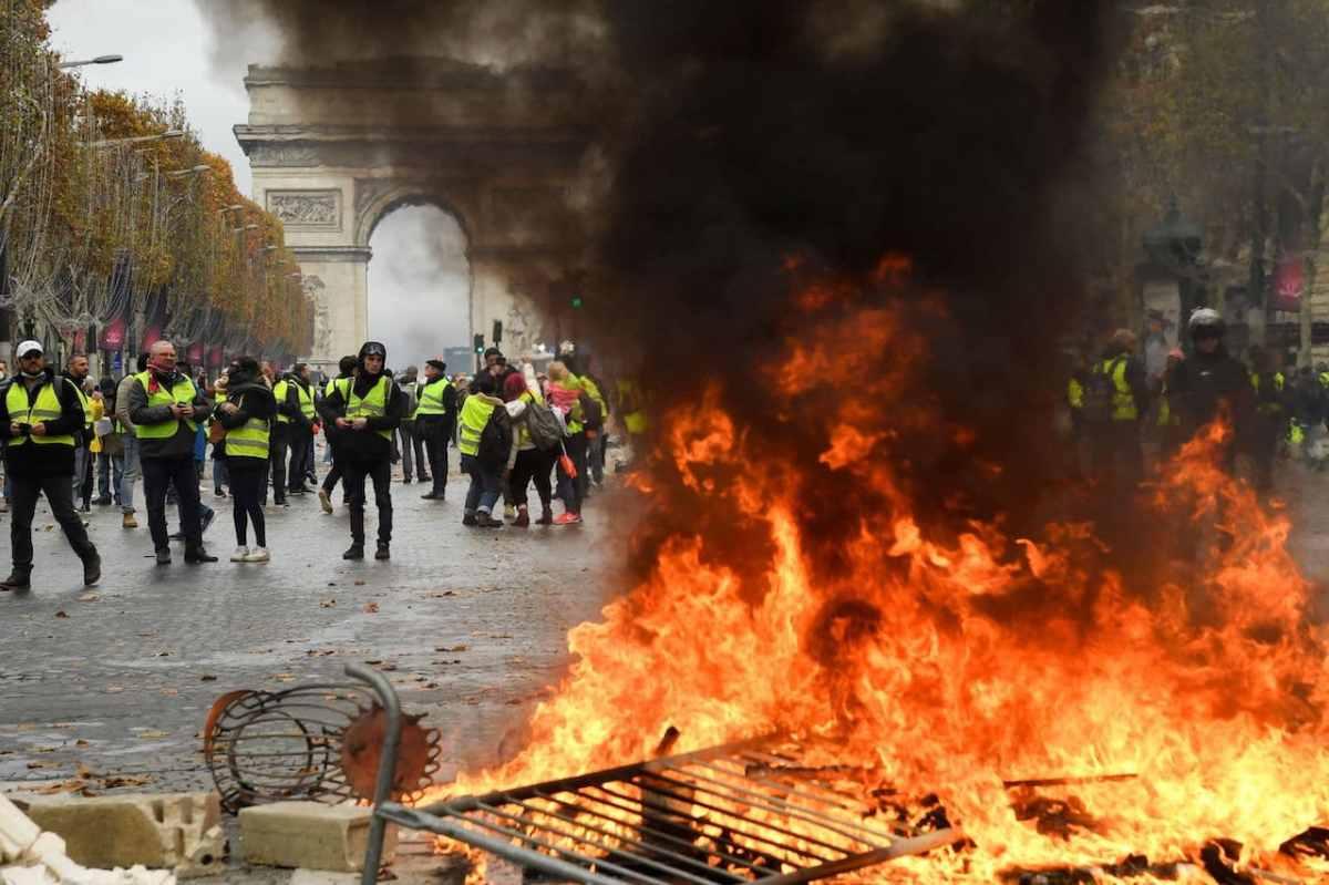 FRANCIA: TUTTE LE RIVENDICAZIONI DEI GILET GIALLI