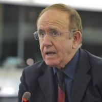 """PINO ARLACCHI: """"Vi spiego il grande imbroglio della crisi in Venezuela, tra Wall Street e petrolio"""""""